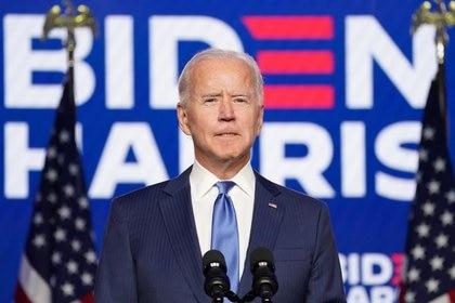 El candidato presidencial demócrata Joe Biden habla sobre los resultados de las elecciones en Wilmington, Delaware, Estados Unidos, el 6 de noviembre de 2020. REUTERS/Kevin Lamarque