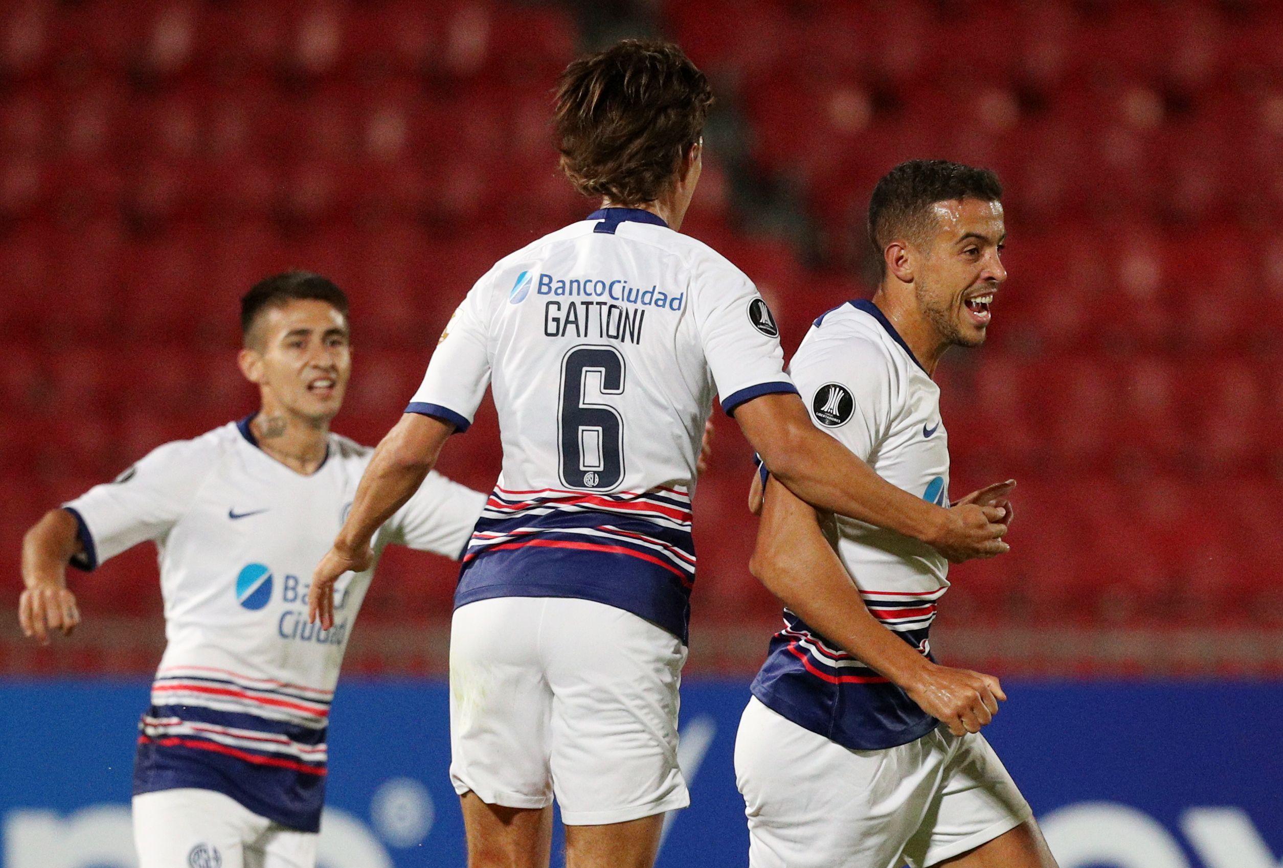 Franco Di Santo festeja su gol ante la U de Chile en la Copa Libertadores. Foto: REUTERS/Esteban Felix