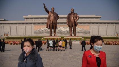 Estatuas de los líderes norcoreanos (AFP)