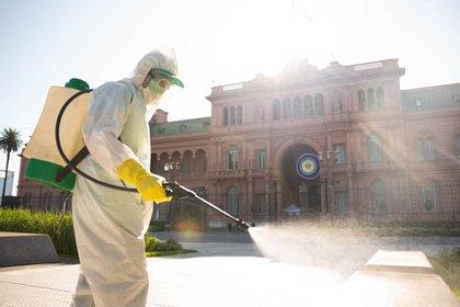 Los fumigadores acapararon la atención en los alrededores de Casa Rosada.