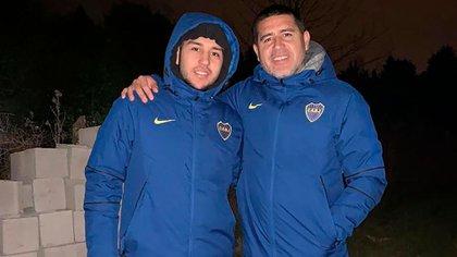 Juan Román Riquelme, junto consu hijo Agustín (Instagram de Agustín Riquelme)