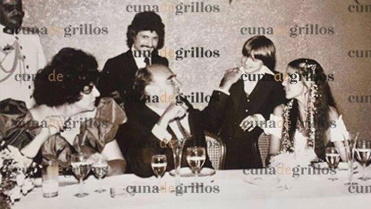 El día que el niño y su padre fueron presentados con el presidente José López Portillo (Foto: Cuna de Grillos)