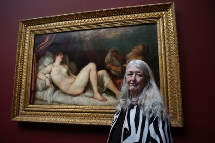 Mary Beard  en la National Gallery de London, 2020 (REUTERS/Simon Dawson)