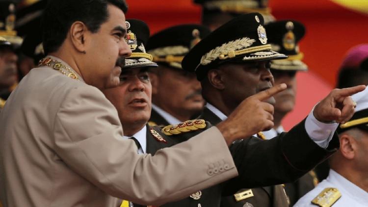 El régimen de Maduro mantiene la persecución contra los funcionarios opositores (AP)