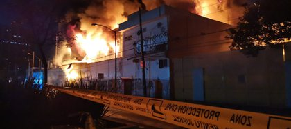 Incendio en la subestación eléctrica CFE de la CDMX (Foto: Twitter / iediegodelunamx)