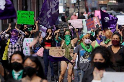 El confinamiento afectó la seguridad de las mujeres(Foto: EFE/Hilda Ríos)