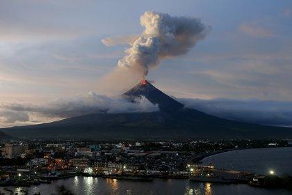 La erupción del volcán Mayon en Filipinas (AP)