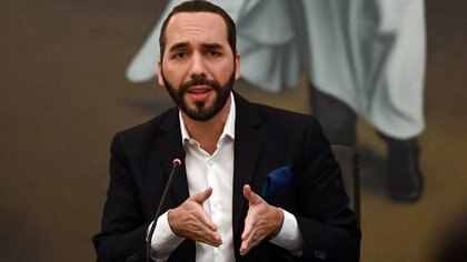 Salvadoran President Nayib Bukele speaks during the beginning of the delivery of computers to students in public sector educational centers, at the presidential house in San Salvador, El Salvador, on February 22, 2021. (Photo by MARVIN RECINOS / AFP)