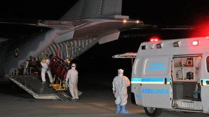 Por bloqueos, Fuerza Aérea colabora en el transporte de vacunas, insumos médicos y pacientes en riesgo