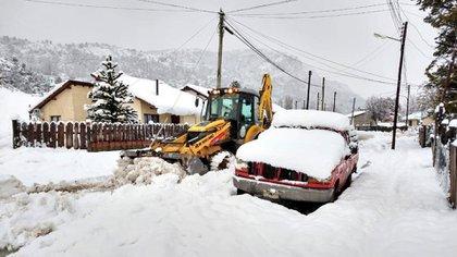 Muchos usuarios compartieron en redes sociales fotos de casas y autos completamente cubiertos por la nieve (Twitter: @lfsur)