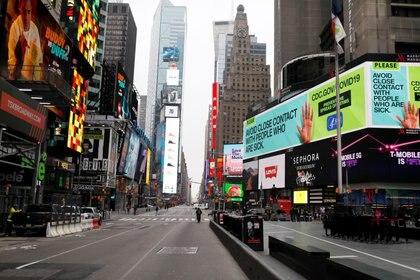 Times Square, prácticamente desierta este viernes en Nueva York (REUTERS/Mike Segar)