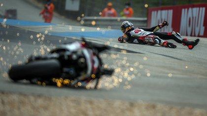 Fuerte caída, extenso derrape del piloto y una moto destruida: terrible accidente en los ensayos del MotoGP