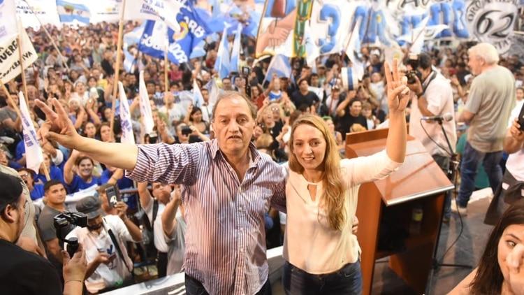 Carlos Linares y Claudia Bard, la dupla kirchnerista que competirá por la gobernación de Chubut (Twitter)