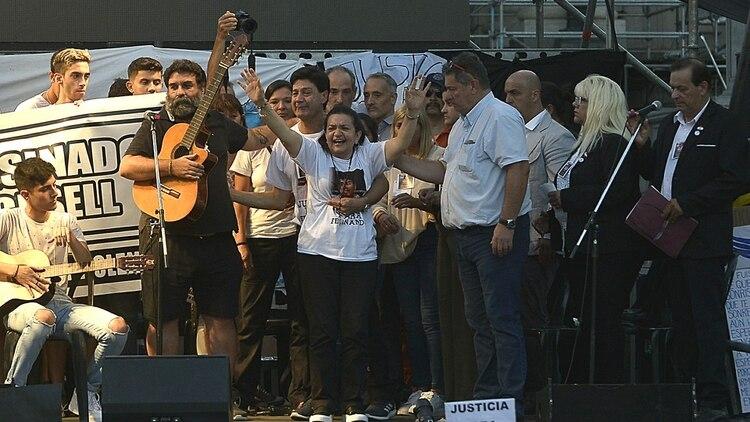 La mamá de Fernando dio un emotivo discurso y sus amigos cantaron una canción de Victor Heredia en su honor