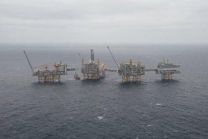 FOTO DE ARCHIVO: Una vista general de las plataformas del campo petrolero Johan Sverdrup de Equinor en el Mar del Norte, Noruega, 3 de diciembre de 2019. (REUTERS / Ints Kalnins /archivo)