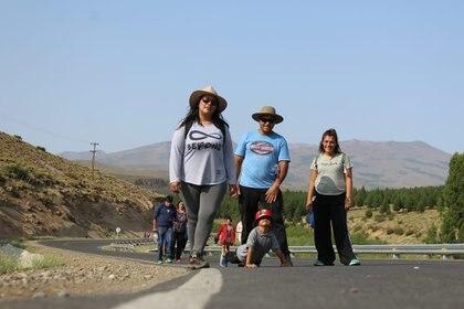 Al frente, Tamara. A su lado, Juan Carlos, su marido. De fondo, Marité, embarazada de Ismael.