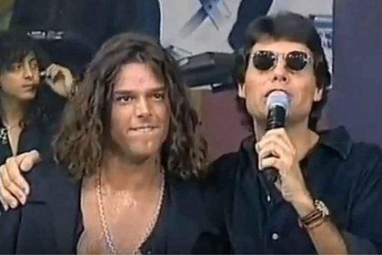 """Ricky Martin y Marcelo Tinelli, cuando el boricua visitaba seguido la Argentina y se presentaba en """"VideoMatch"""" (Foto: captura)"""