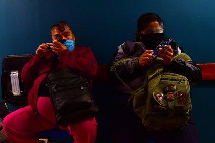 Oficialmente se reportaron 28,685 personas muertas de COVID-19, pero aplicando los parámetros calculados por Rojas esta cifra debería estar en los 57,400 decesos (Foto: EFE/ Jorge Núñez)