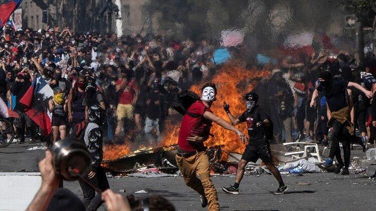 Las violentas protestas en Chile, en donde ya han muerto 15 personas (AFP)