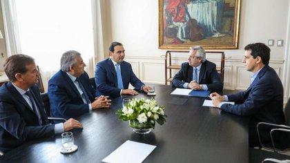 En diciembre, el Presidente recibió a los tres gobernadores radicales