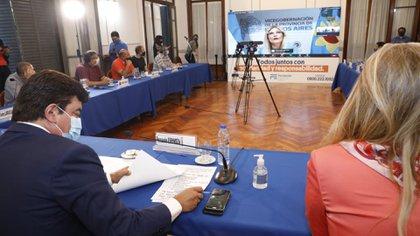 Fernando Espinoza junto a Verónica Magario en la reunión junto al Conseo Consultivo de La Matanza