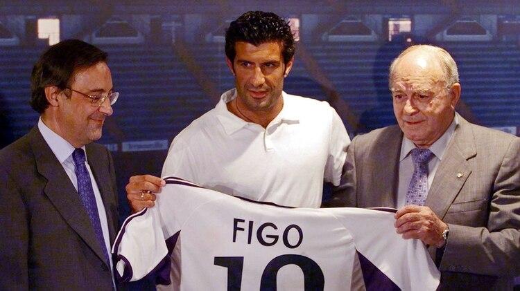 Figo llegó del Barcelona para incorporarse al Real Madrid de los