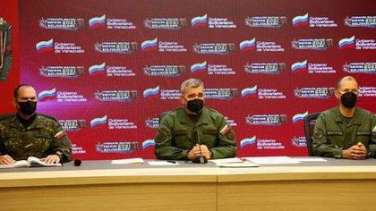 El Ministro de la Defensa y el Comandante Estratégico Operacional en reunión del Comando Superior de la FANB