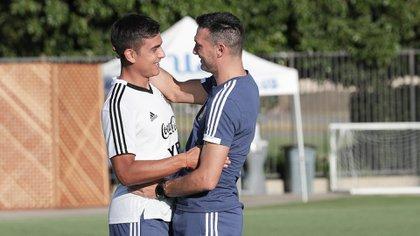 El entrenador junto a Paulo Dybala, máximo ídolo de su hijo más chico