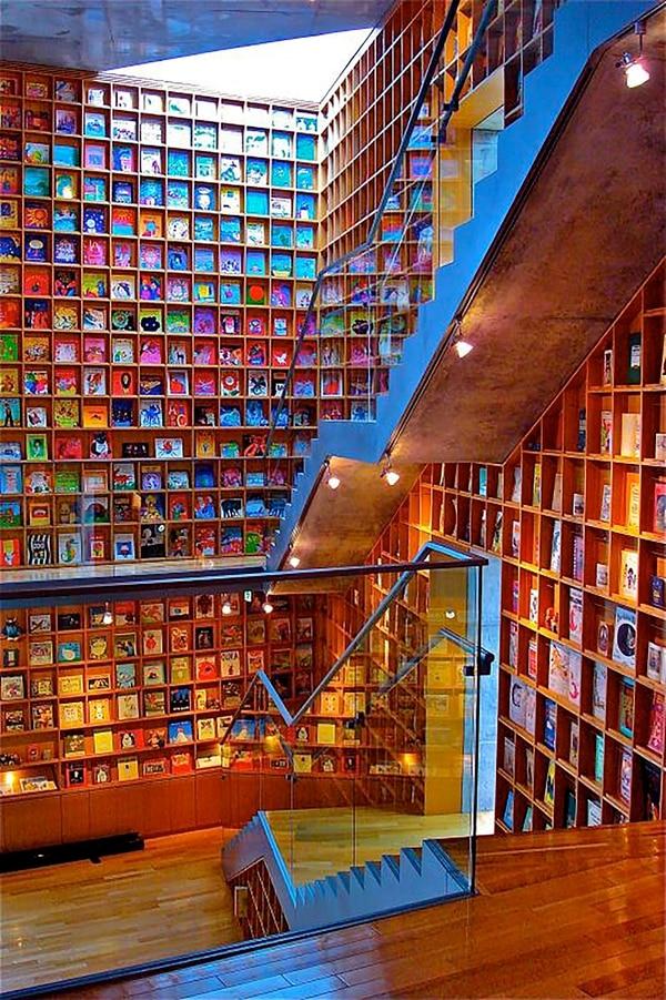Esta hermosa biblioteca se encuentra en Iwaki(Ken Lee)