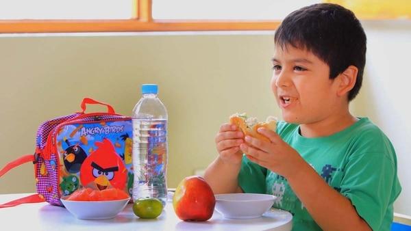Los chicos deben tener una opción saludable a la hora de una colación