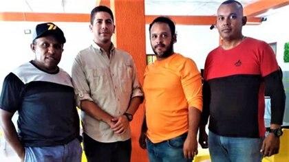 Los periodistas Luis Gonzalo Pérez y Rafael Hernández fueron detenidos junto a dos activistas de FundaRedes, identificados como Juan Carlos Salazar y Diógenes Tirado