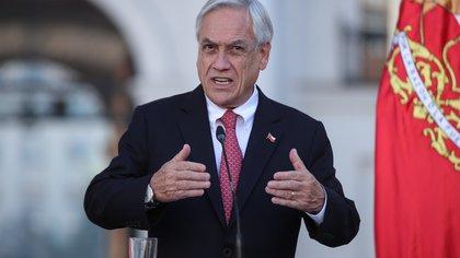 Sebastián Piñera promulgó un bono para 3,5 millones de personas sin fondos de pensiones en Chile