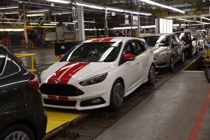 Dentro de las medidas que impulsó Estados Unidos está aumentar de 62,5 % a 75 % las reglas de origen del contenido de los automóviles fabricados en la región, un aumento gradual hasta 2023. EFE/Jeff Kowalsky/Archivo