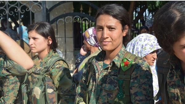 Mujeres combatientes kurdas durante la defensa de Kobani