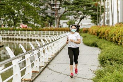 07/04/2020 Mujer haciendo deporte en tiempos del coronavirus. SALUD RUDI_SUARDI