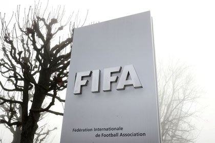 Image of the FIFA logo in front of its headquarters on a cloudy autumn day in Z rich, Switzerland.  November 18, 2020. REUTERS / Arnd Wiegmann