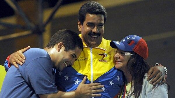 Nicolasito, Nicolás Maduro y Cilia Flores (AFP)