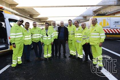 Horacio Rodriguez Larreta con miembros de la seguridad del Paseo del Bajo. Foto: Julio César Ruiz/GENTE