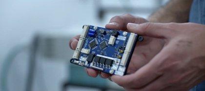 La batería de StoreDot reemplaza el grafito con nanopartículas semiconductoras en las cuales los iones pueden pasar más fácilmente (StoreDot)