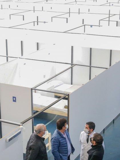 Kicillof recorrió el nuevo centro de aislamiento en González Catán