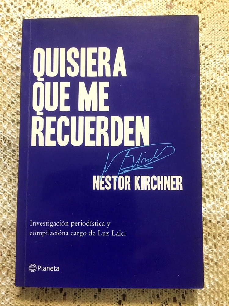 """La tapa de Sinceramente es también muy parecida a la del libro de Néstor Kirchner, """"Quisiera que me recuerden"""""""