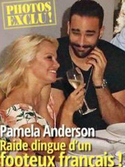 El romance entre Adil Rami y Pamela Anderson fue tapa de revista en Europa