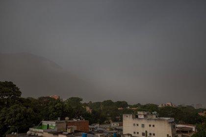 Las partículas de polvo afectaron este domingo a Caracas, Venezuela. (Foto: EFE/Miguel Gutiérrez)