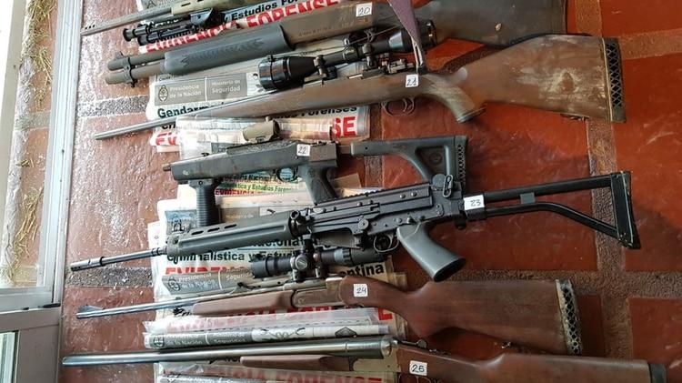 Parte del arsenal que se encontró en la vivienda