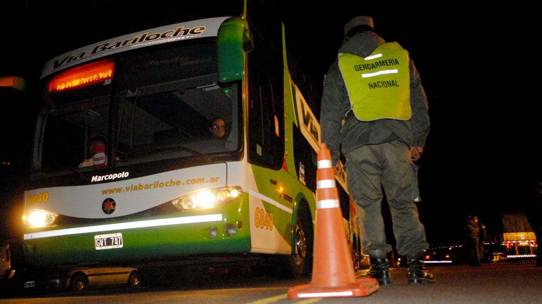 Los tres detenidos de entre 19 y 23 años son oriundos de La Quiaca. No justificaron su presencia en los controles como tampoco acreditaron su pertenencia a la Gendarmería Nacional, por lo que se procedió a sus  detenciones Télam 162
