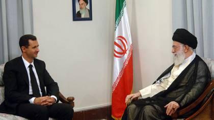El dictador sirio Bashar Al Assad y el ayatollah Khamenei, líder supremo de Irán (Reuters)