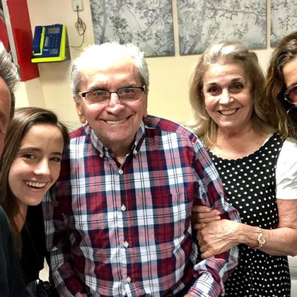 Los Montaner, en la que sería la última visita Carlos, quien aparece rodeado de Evaluna y su mamá, Marlene Rodríguez Miranda; el plano terminó tapando a Ricardo y a su yerno