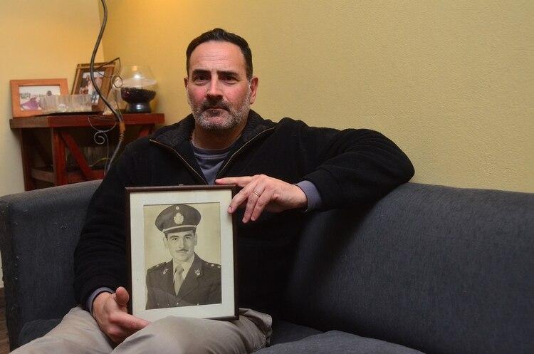"""""""Sólo una vez mi padre dijo que él no creía que Hitler se hubiese suicidado en el búnker. Y yo lo tomé como un simple comentario"""", dijo Alejandro"""