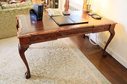 Algunas de las piezas, como este escritorio, fueron usadas por presidentes de los Estados Unidos. (Waldorf Astoria/Kaminsky Auctions)