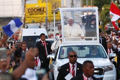 El papa tras su llegada a Panamá (REUTERS/Henry Romero)